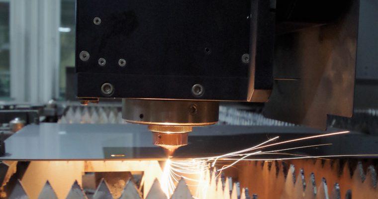 レーザー加工機 パイプ配管も加工可能