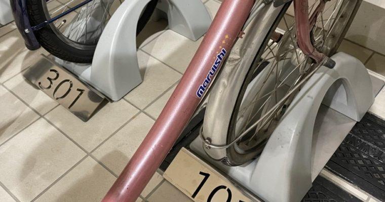 自転車スタンドのルームナンバープレート